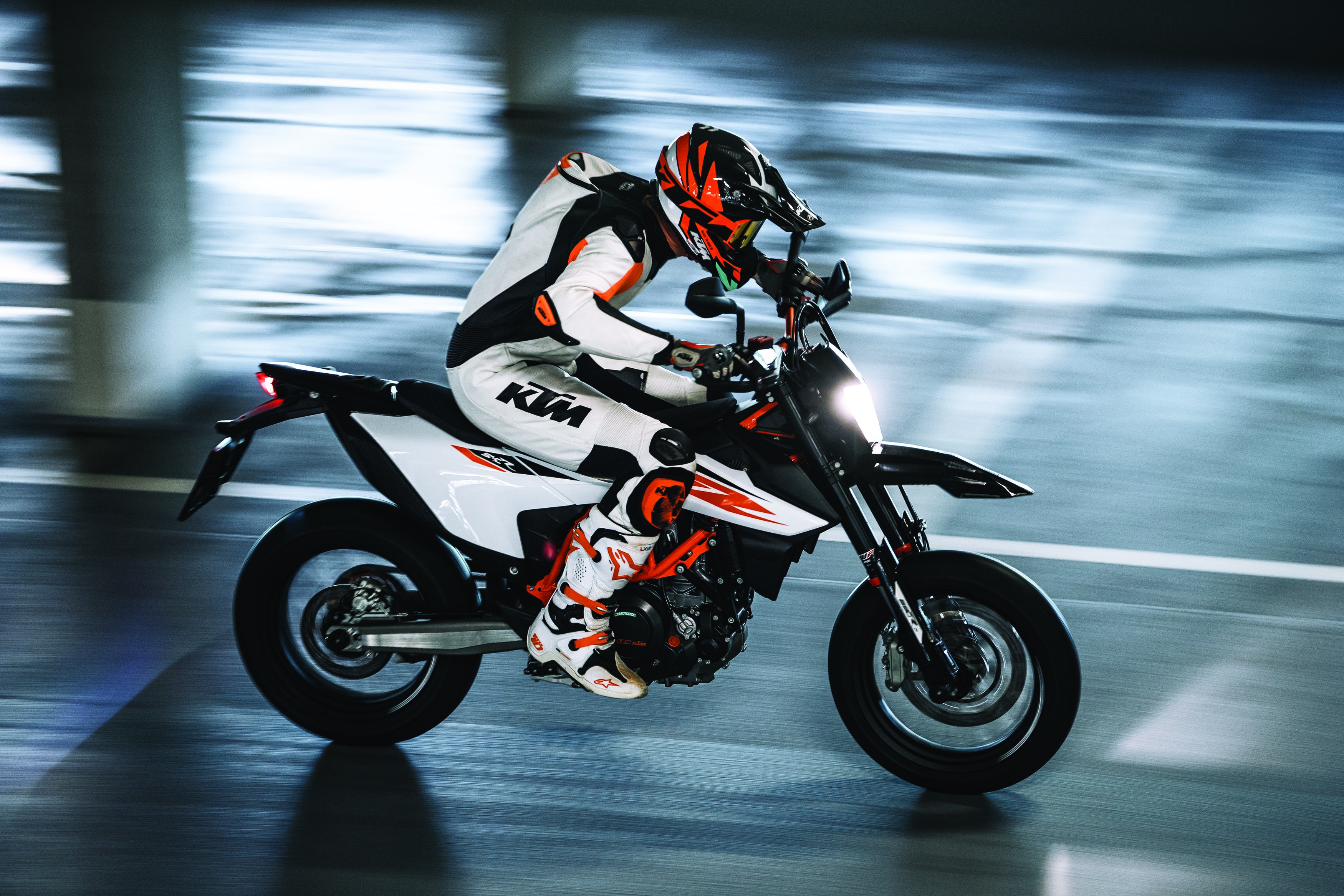2019 Ktm 690 Smc R Motorcycle Uae S Prices Specs